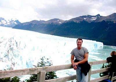 Dr. Nagel vor dem Perito-Moreno-Gletscher, Argentinien